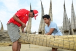 Santos Urcia and Juninho building a Caballito de Totora. Credit: ISA/ Michael Tweddle