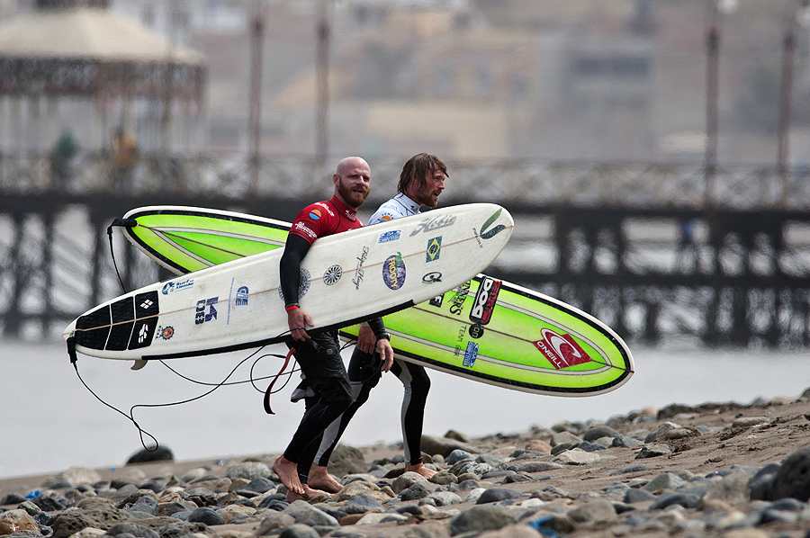 Phil Rajzman from Brazil and Ben Skinner from GReat Britain. Credit: ISA/ Rommel Gonzales