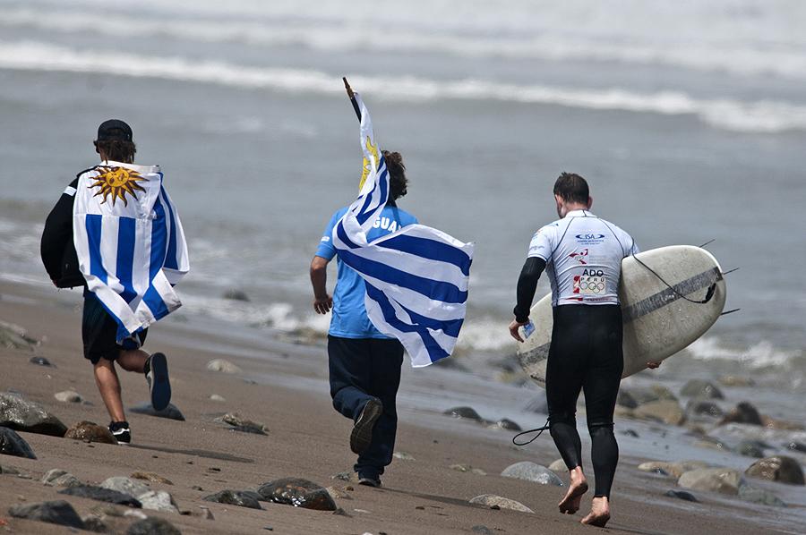 Team Uruguay. Credit: ISA/ Rommel Gonzales