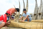Urcia Family building a Caballito de Totora. Credit: ISA/ Michael Tweddle